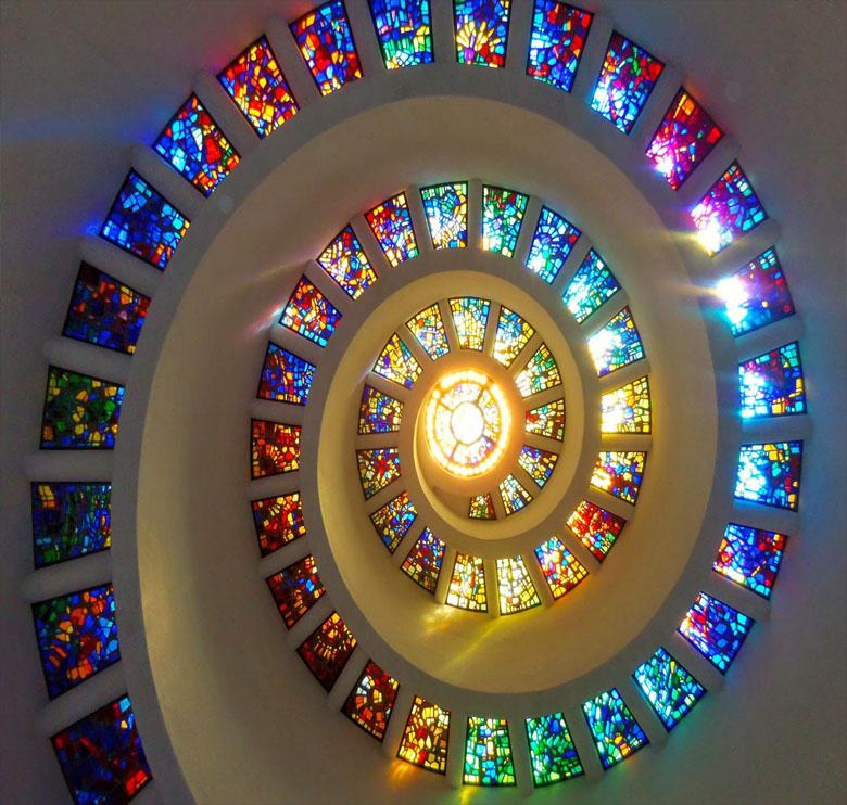 سقف های کاذب شیشه ایی رنگی آماتیس